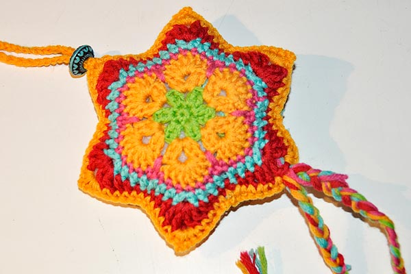 "December 13 * Crochet Star ""African Flower"""